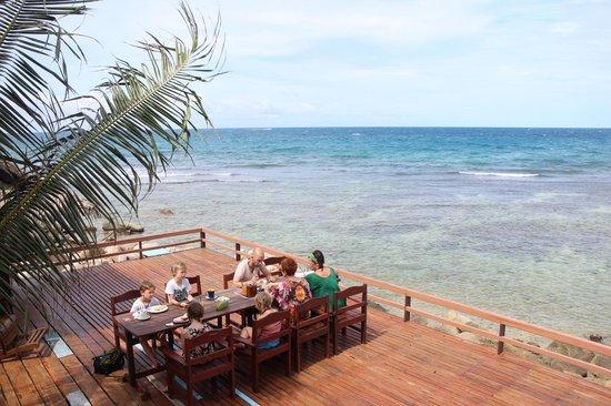 PD Resort: terras aan het restaurant