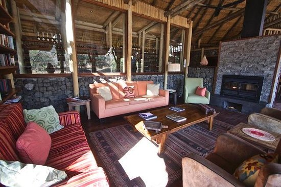 Rhino Post Safari Lodge: Lounge Area