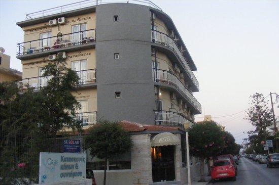 โรงแรมซิลเวีย: building