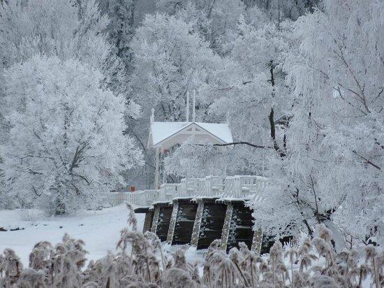 Freilichtmuseum Seurasaari: Seurasaari main bridge in winter