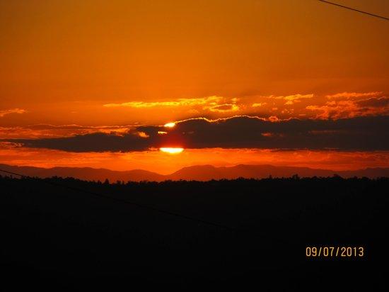 Binna Burra Mountain Lodge : Sunset from our balcony.