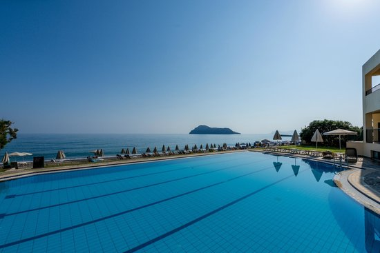 Blue Dome Hotel: Pool & Seaview