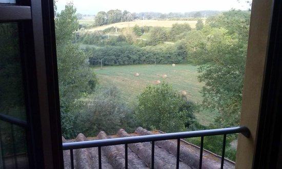 B&B Il Fienile di Scarperia: Vista da una delle finestre della camera