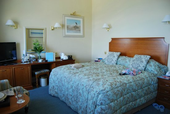 The Royal Duchy Hotel: Our bedroom