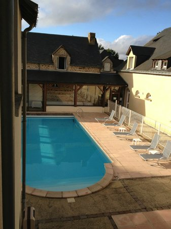 Au Relais du Gue de Selle: La piscine