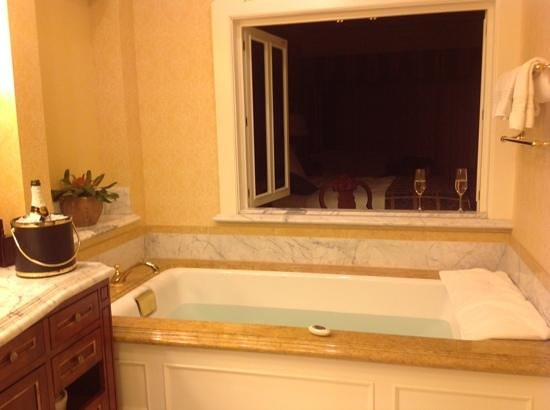 Fairmont Grand Del Mar: Super soaker tub was amazing