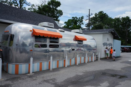Airstream trailer - Picture of Willy Burger, Beaumont