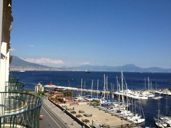 Grand Hotel Vesuvio : vue sur le Vésuve et la baie