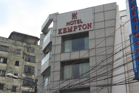 Kempton Hotel: Outside