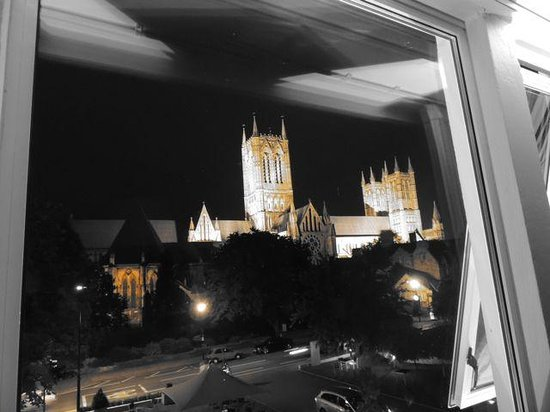 The Lincoln Hotel: Cathedral View Room
