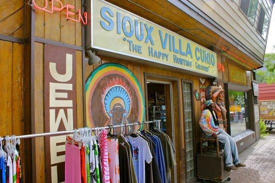 Sioux Villa Curio