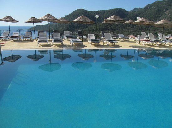 Serena Suites: view from the swimming pool & pool bar area