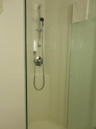 Ibis Barcelona Meridiana : shower