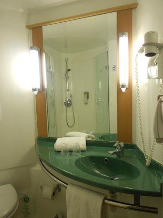 Ibis Barcelona Meridiana : bathroom