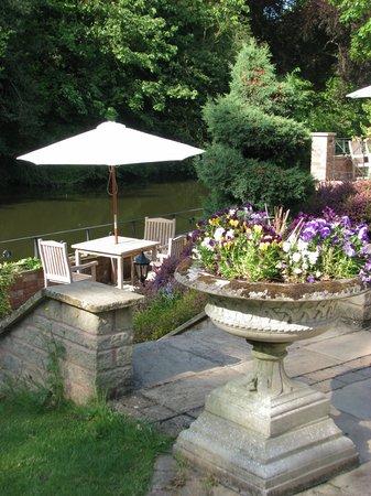 Castle House: Hotel garden