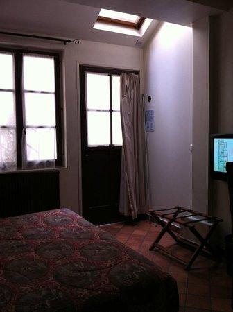 Castex Hotel: Chambre dans la cour au rez de chaussée