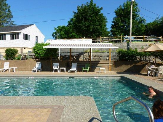Drake's Island Resort : Pool area