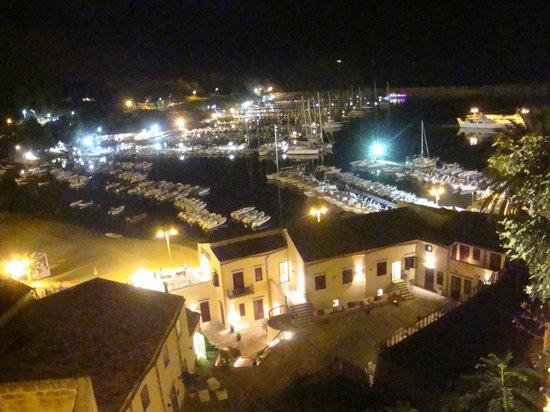 Cetarium Hotel: Vista dal paese