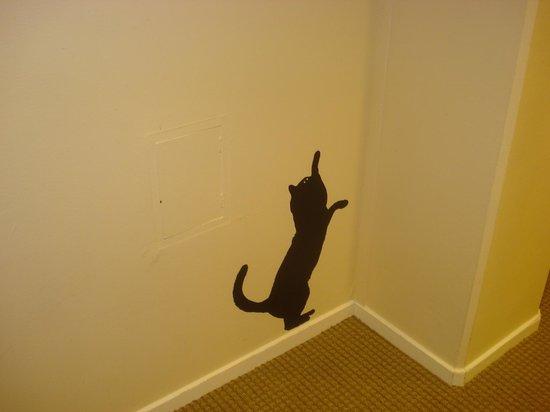 Freys Hotel Lilla Radmannen: il corridoio decorato di gatti
