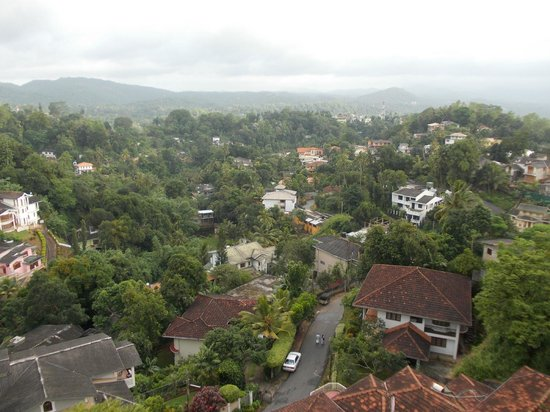 Amaara Sky Hotel Kandy: The view (on a misty day) from our balcony