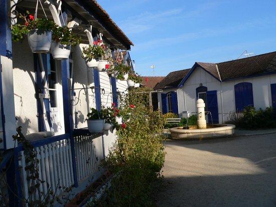 Les Pinasses du Bassin d'Arcachon  Tours : village de L'Herbe, la fontaine