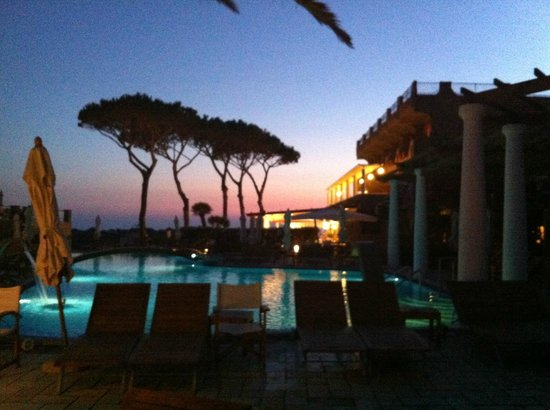 San Montano Resort & SPA: The pool area at dusk