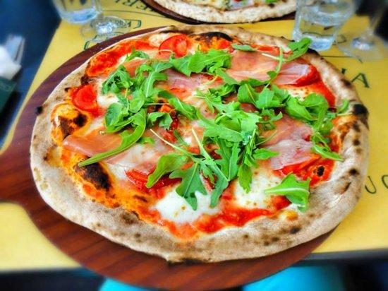 Premiata Pizzeria Della Motta: Bella e buona!