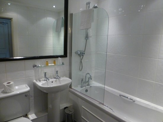 Best Western Glasgow City Hotel: Very clean bathroom