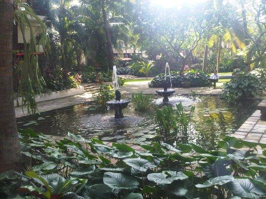 Bumi Surabaya City Resort: The hotel garden.