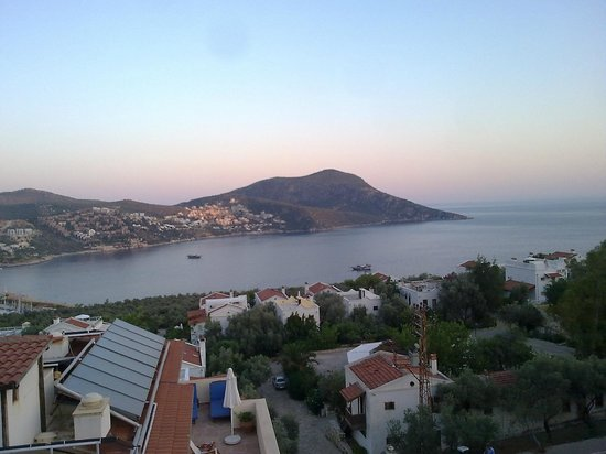 Oasis Hotel: sight of the kalkan from top roof restaurant