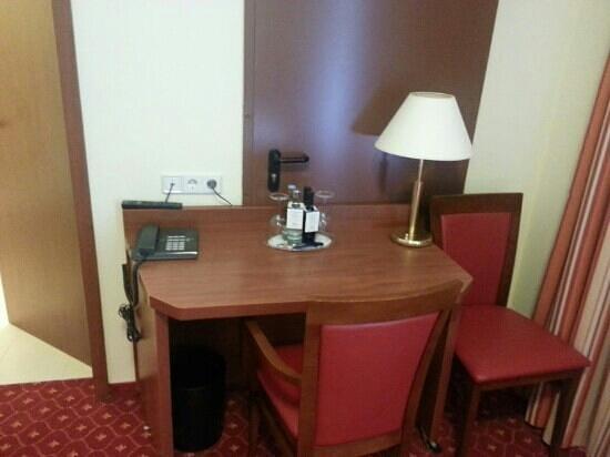 Zarenhof Friedrichshain: desk in room