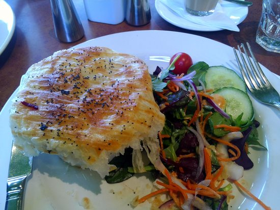Leura Gourmet Cafe &Deli: Gourmet chicken pie