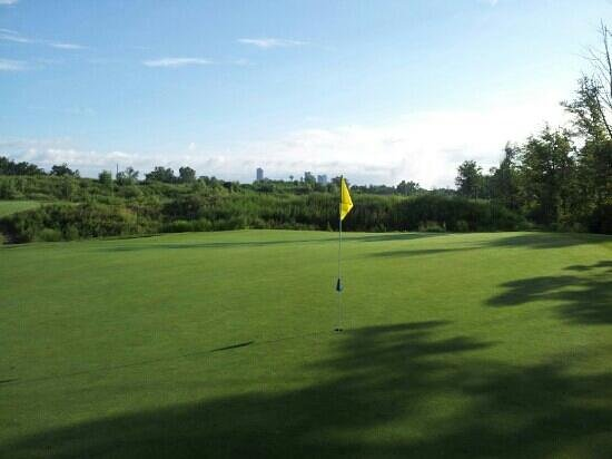 Thundering Waters Golf Club: Scenic views of Niagara hotels