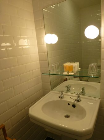 Bathroom Sinks Edinburgh bathroom sink - picture of b+b edinburgh, edinburgh - tripadvisor