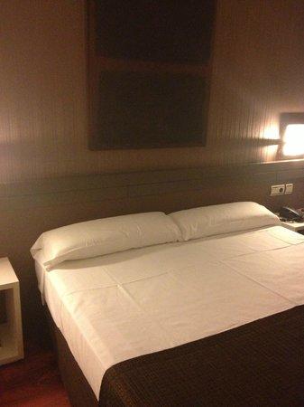 Amura Alcobendas Hotel: cama