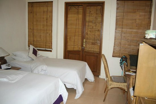 Alam KulKul Boutique Resort: Inside Alam Room (with extra bed)