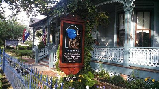 The Blue Rose Inn & Restaurant: Blue Rose Inn & Restaurant Entrance