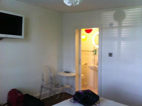 Limehouse: Bathroom in the corner