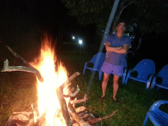 Mount 'n' Mist: Enjoying bon fire