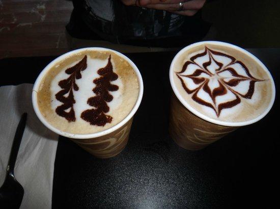 Aromas Coffee & Crepes: Delicious latte