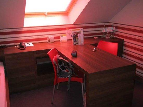 Comfort Hotel Ulm Blaustein: room/table