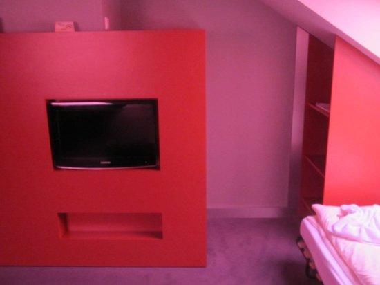 Comfort Hotel Ulm Blaustein: room/TV/wardrobe