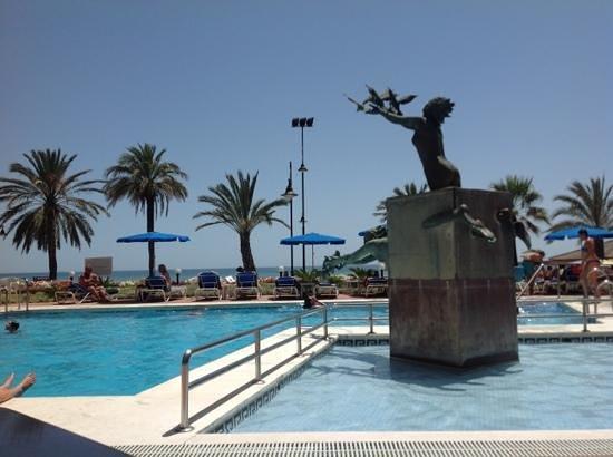 pool area picture of melia costa del sol torremolinos. Black Bedroom Furniture Sets. Home Design Ideas