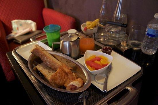 Hotel des Academies et des Arts: breakfast
