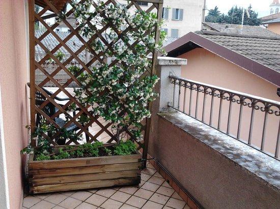 Hotel Villa Colico: Il balcone della camera con tanto di gelsomino profumatissimo!