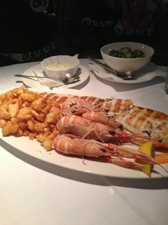 King Restaurant: seafood plate