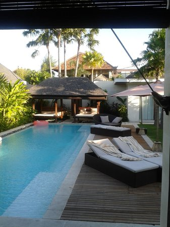 Chandra Luxury Villas Bali: Late afternoon looking onto Villa 8 pool