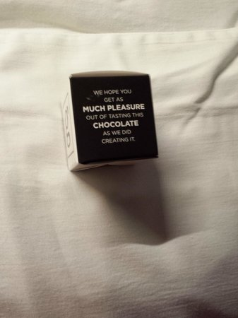 Hotel Le Germain Quebec: Chocolat sur l'oreiller