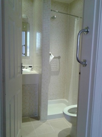 Cavendish Hotel: Bathroom.  The shower space a was a bit small, but very clean and functional.
