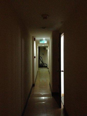 Unico Express Hotel: Terrible corridor